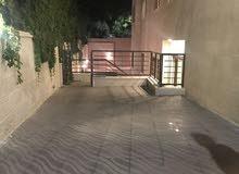 شقة فارغة للايجار عبدون مع حديقة تدفئه مركزية راكبه