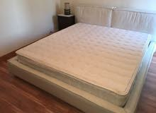 سرير مجوز ماركة  The One بحالة الجديد للبيع .مقاس 2 متر في 2 متر.