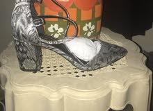 حذاء فضي