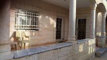 منزل للبيع بالمفرق على طريق رحاب الواجهة حجر على نص دونم غير مفروزه الأرض