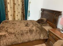 سرير نفر ونص مع الكمدينه مع المرتبه.