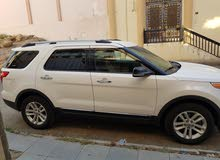 Ford explorer 2011 white neat and clean interior and exterior.