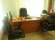 اثاث مكتبي مستعمل بحالة ممتازة للبيع