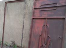 باب حديد بي القفص