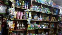 مكتبة بكافة معداتها وتجهيزاتها للبيع