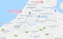 شخصين او شخص لصاله واسعه بعجمان  خلف بنك دبي الاسلامي