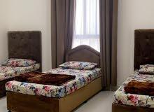 بناية جديدة 4 شقق بمداخل منفصلة للشقق الارضية بإمتداد السعادة مقابل جامعة ظفار