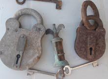 عدد 2 قفل ذكر بالمفتاح صنع 1952 وحلله مشروب ومفتاح ذكر