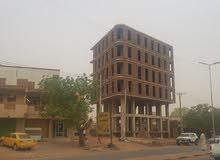 مبنى تجاري للايجار موقع استراتيجي على شارع عام