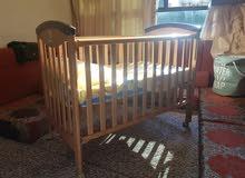 سرير اطفال بحالة ممتازة استعمال بسيط جدا