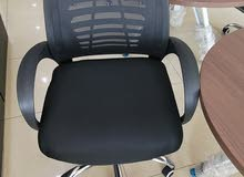 عرض مكتب مقاس 120سم مع كرسي دوار شبك