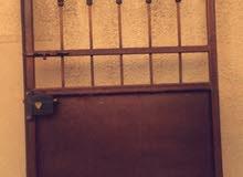 باب حديد مستعمل للبيع بدون قفص