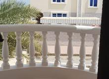 منزل للايجار في العذيبة الشمالية مقابل البحر مكون من طابقين ونص باقل الأسعار
