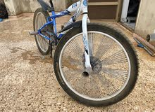 دراجة كوبرا للبيع مستعملة اقل من شهر و مخزنة مع كرسي طبي و الأصلي بسعر
