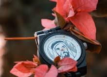ساعة خشبية - عليها صورة الشيخ زايد رحمه الله