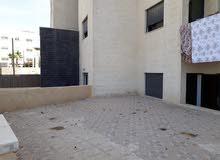 """شقة """"شبه أرضيه"""" مرتفعة عن الشارع 135م مع ترس 50م طريق المطار بسعر مغري"""