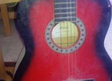جيتار مستعمل بحاله جيدة اللون نبيتي في اسود