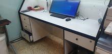 ميز مكتب نظيف حجمه 2 متر