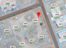 أرض سكنية 600م في الخوض السابعة للبيع كورنر على شارعين وسكة