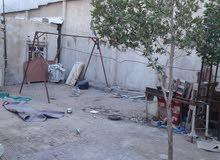 نصف بيت امامه ساحه فارغه من ضمن المساحه يحتوي على غرفتان ومشتملات مسيج من كل الج