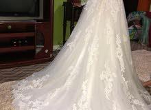 فستان عرس جميل جدا وبحاله جيده جدا للبيع