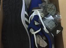 حذاء رياضي اديداس