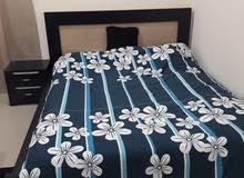 سرير بحالة جيد للبيع من الهوم سنتر مع الفرشة