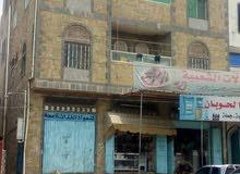عرض مغري عماره على الشارع العام الحوبان