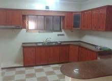 شقة 170 م للإيجار - طابق 3 - تل الهوا