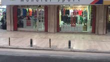 محل للبيع بمكان مميز وسط الدوحة على الطريق الرئيسي قريب من الكورنيش وسوق واقف