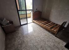 غرف صغيرة الا جار  حمام مشترك  خارج الغرفة
