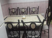 طاولة رخام راقية للطعام مع خمس كراسي