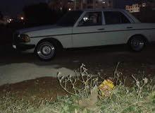 سيارة مرسيدس 200 لف