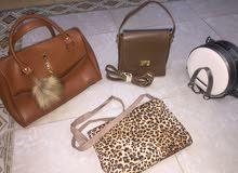 حقائب يد نسائية بحالة ممتازة للبيع