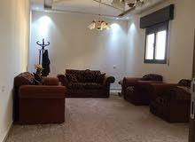 شقة سكنية ممتازة متوسطه روعه في التشطيب في الدور الثالث في بوابة الجبس شارع الخر