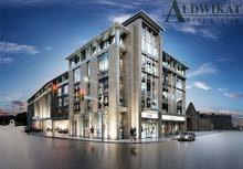 مجمع تجاري في شارع الجاردنز بمساحة بناء 4000م بدخل مميز