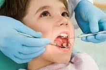 طبيب وطبيبةً اسنان للعمل