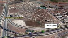 قطعة أرض مميزة على تلة الــــــطــنـيـب طريق المطار بجانب جامعة الإسراء للــــــــــــبيع