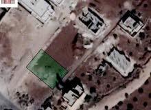 قطعة ارض للبيع 646م للبيع واقعة على شارعين تصلح لبناء اسكانات او فيلا
