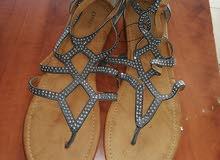 يوجد عدد 1900 احذيه مشكله صناعه ايطالي