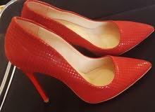 أحذية نسائية شبه جديدة