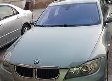 سيارة BMW 320i ماكينه جير تكييف بحالة ممتازه فتحة سقف اضاءة زينون تواير جدد
