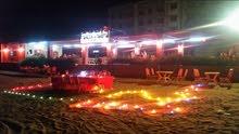 مطعم على شاطئ الساحل الذهبي _ عدن