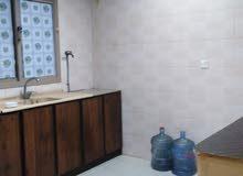 شقة سكنية شاملة للايجار مكونه من غرفه وحمام وصالة ومطبخ السعر 160 دينار الموقع ا