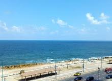 على البحر مباشرة بفيو متميز جدا لعشاق الرقي والهدوء بلوران