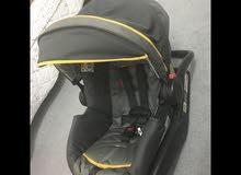 مقعد أطفال للسيارة ويمكن استعماله مقعد هزاز