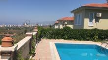 فيلا بحمام سباحة خاص للإيجار في مدينة الذهب كورونا المعتمدة.