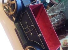 سيارة قديمة مصنوعة من المعدن حجم كبير