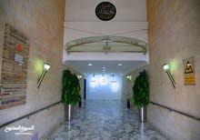 مكتب مميز للايجار مساحة 380(متر مربع) في شارع الجاردنز
