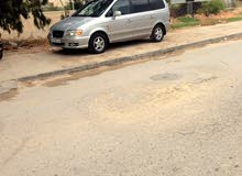 Silver Hyundai Trajet 2003 for sale